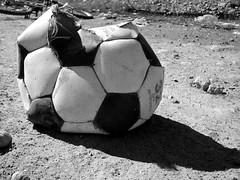 El Crack (Pato_shot) Tags: bw blancoynegro photoshop ball football fútbol pelota pobreza balón