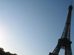 明け方のエッフェル塔