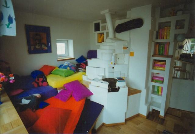 uv bau light kunst art roeschke leidling_1994_wohn_zimmer_kissen_ofen_couch by LebensArt Roschke GmbH