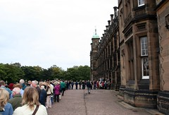 Monstrous queue outside Donaldson's School for Edinburgh Doors Open Day 2007