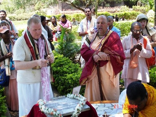 H H Jayapataka Swami in Tirupati 2006 - 0019 por ISKCON desire  tree.