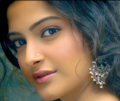 Sonam-Kapoor-at-Koel-Puris-(1)