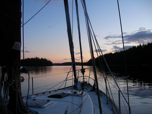 Sunet in island harbour
