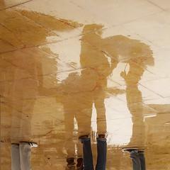 Llueve sobre mojado (Contra_dictioN) Tags: friends square lluvia reflejos lluevesobremojado formatocuadrado