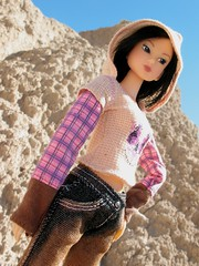 Momoko in Badlands, South Dakota (ava111sk/Dollypimp) Tags: road park light vacation sun mountains hot beautiful fashion japan toy rocks doll crossing bright handmade south roadtrip jeans sd national midnight badlands traveling dakota atelier sekiguchi momoko midnightcrossing momoni