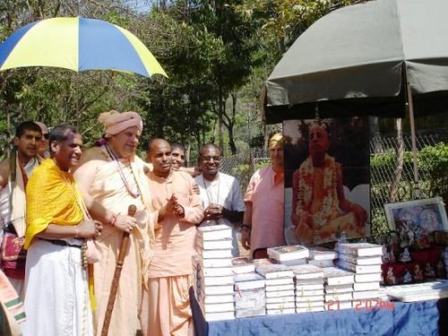 H H Jayapataka Swami in Tirupati 2006 - 0044 por ISKCON desire  tree.