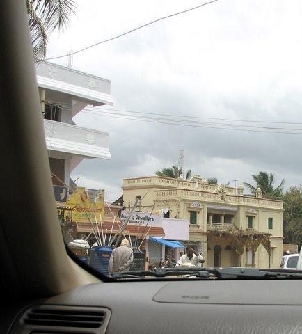 Road to Mysore  old building on Kanakapura Road150707