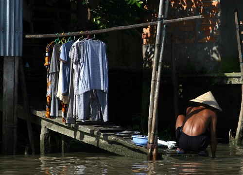 River laundry, this time in Vietnam