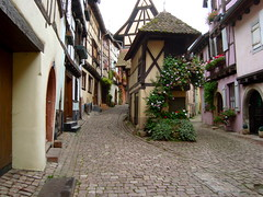 Eguisheim (Michele*mp) Tags: france architecture frankreich october europe village medieval alsace ruelle rue halftimbered octobre narrowstreet colombages hautrhin lesplusbeauxvillagesdefrance eguisheim plusbeauxvillagesdefrance michelemp
