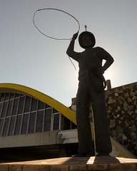 Will Rogers loves McDonald's (Mark Luethi) Tags: oklahoma statue mcdonalds glasshouse willrogers lasso vinita minimuseum