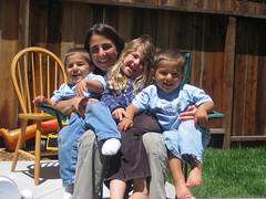 Mamá y tres niños