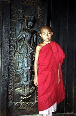 Wooden monastery. (Linda DV) Tags: street travel portrait people cute face barn children geotagged kid asia southeastasia child candid burma religion young monk buddhism 1999 kind myanmar criana enfant nio dziecko bambino  birmanie   travelphotography lapsi copil dijete  dt birmania  travelportrait   lindadevolder