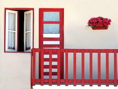 Costa Nova (Graça Vargas) Tags: flowers portugal window fence stripe explore aveiro travelpix costanova interestingness48 interestingness304 i500 graçavargas duetos ©2007graçavargasallrightsreserved 53929250211