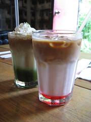 green tea latte and strawberry latte (ccyu-chien) Tags: green strawberry tea latte