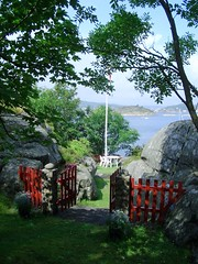 Welcome to Paradise (Bjrn Banan) Tags: red summer green norway island gate srlandet merd