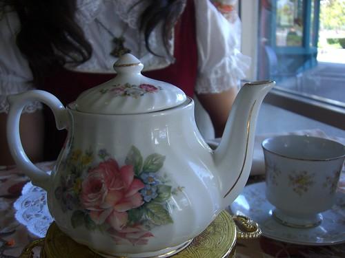 The cute teapot!