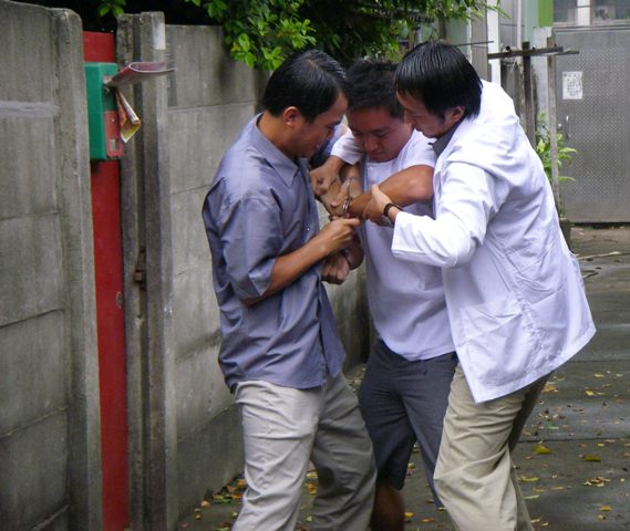 公務人員強抓年輕阿湯