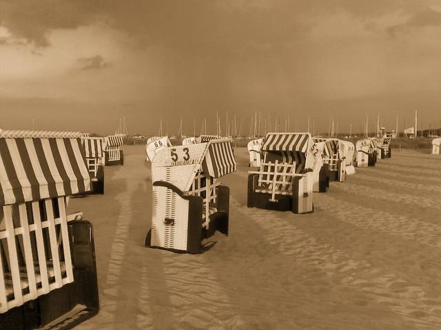 beach chairs in Kühlungsborn, by Felix Lau