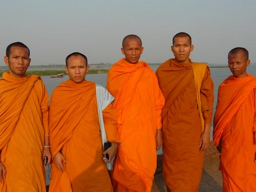 Monjes budistas (foto tomada en Phom Penh, Camboya)