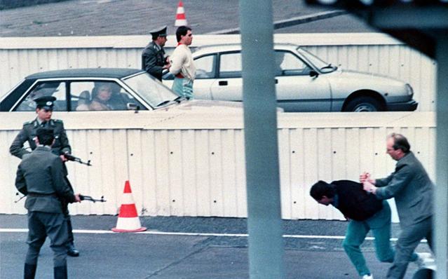 柏林墙倒塌照片12