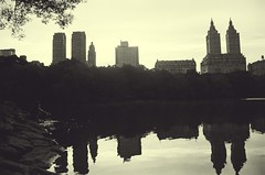 Central Park (David A Crdova M) Tags: nyc parque bw lake ny newyork film water sepia 35mm lago photography photo foto shot centralpark edificio picture bn fotografia amateur bulding davidcordova deividcordova