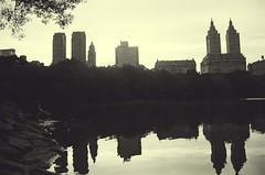 Central Park (David A Córdova M) Tags: nyc parque bw lake ny newyork film water sepia 35mm lago photography photo foto shot centralpark edificio picture bn fotografia amateur bulding davidcordova deividcordova
