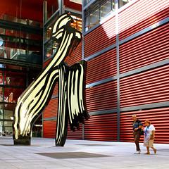 """Brushstroke"" by Roy Lichtenstein - Reina Sofia Museum, Madrid (Dimitry B) Tags: madrid red sculpture modern spain 1996 reinasofia roylichtenstein brushstroke 5photosaday"