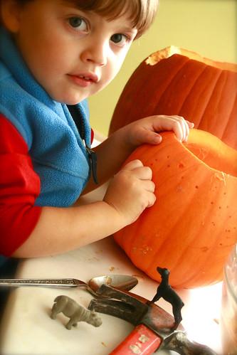 Kestan carving pumpkin 2