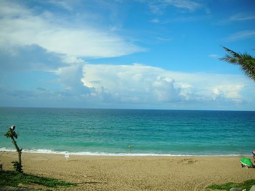 從游泳池瞭望海景