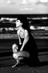 Sara in Bianco e Nero (sgrazied) Tags: light sea portrait blackandwhite bw black beach bigeyes sara mare rimini canoneos20d ritratto spiaggia luce biancoenero romagna bwemotions dontthink sgrazied interphoto