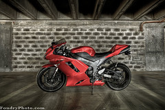 KAWASAKI NINJA ZX6R (A.alFoudry) Tags: park shadow man sport canon dark eos ninja parking flash lot full frame motorcycle 5d kuwait usm fullframe  ef 1740mm canonef1740mmf4lusm hdr 580ex carlot kawasaki kuwaiti transmitter q8 abdullah  speedlite  f4l canoneos5d kuw ste2 q80 650r  xnuzha alfoudry ninja  abdullahalfoudry foudryphotocom  kvwc kuwaitvoluntaryworkcenter