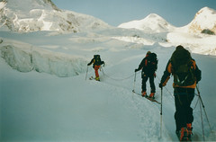 Glacier crossing, Monterosa (mm-j) Tags: 2001 ski archive scan glacier contax april monterosa castor t2 pollux skitouring scanfromprint freeheel ropedup zermatttosaasfe ahatlastitsnotablacksquare