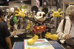 comic con 2007: Mickey Mouse (earthdog) Tags: vacation 15fav statue sandiego disney mickeymouse comiccon needstags 2007 comiccon07 comicbookcon chrisvacation upcoming:event=95580 classicmickeymouse needscamera needslens