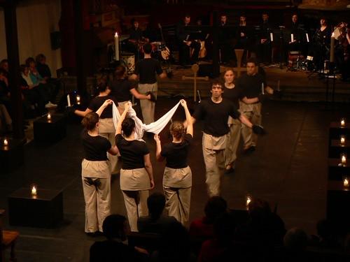 Les danseurs de Leinua ont porté le spectacle à un niveau élevé d'intensité lors de la scène de la crucifixion. - Photo: N.Falcimaigne
