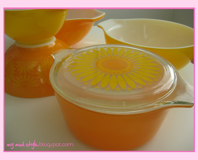 orange pyrex bowls 1