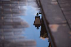 Iluminando el charco (Weiko) Tags: espaa water lafotodelasemana spain agua nikon farola d70 valladolid reflejo 2007 castilla charco peafiel instantfave nikon18200vr weiko lfs062007