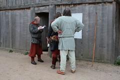 Am Versammlungshaus hing ein Plakat mit den Punktzahlen Bogenturnier Opinn Skjold in Haithabu Wikinger Museum WHH 25-09-2010