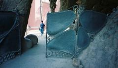 Parc Güell - Gate - by crowbert
