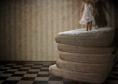 (cs.foto (simplybloomphotography)) Tags: texture jump princess emptyroom pea matress photoshoproyalty csfoto stackedmatresses