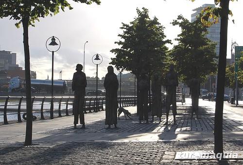 Passeio pelo Rio Liffey - Dublin - Famine Sculpture