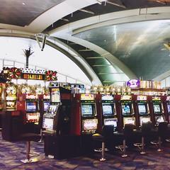 Las Vegas Airport (freddylyon69) Tags: games arrival casino lasvegas airport ouest americain