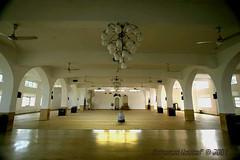 Kalutara Mosque -Inside ,Sir Lanka (dawey [Mohammad Alhameed]) Tags: city travel light people green 20d water lights asia asien canon20d islam prayer mosque sri srilanka ceylon usm dslr  mohammad masjid familytrip sandisk 2007 eos20d compactflash sirlanka mohanad voluntary   yousef mohamad canon1022mm  picturecollection conon vwc flickrsbest     conon20d dawey peopleofsrilanka   kalutaramosqueinside kuwaitvoluntaryworkcenter  photovwc kuwaitvwc