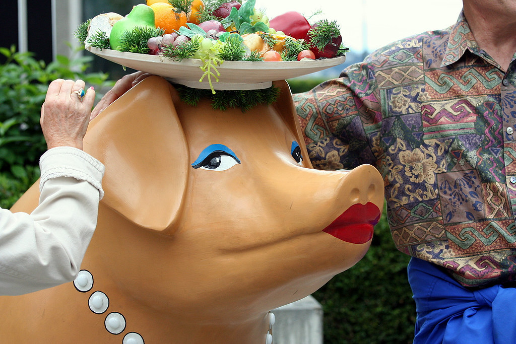 Piggie & Her Admirerers