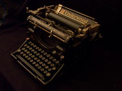 Lady writer (Gabriel Gemino) Tags: old typewriter technology vieja tecnologa underwood kodakz650