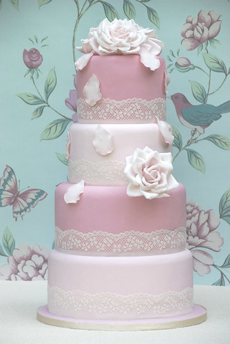 for the romantic fairytale wedding cake as the perfect centre piece for