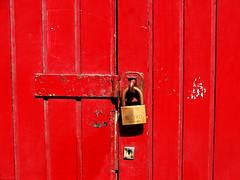 red lock (spuddleyspudd) Tags: scotland closed glasgow padlock locked outofbounds spudd