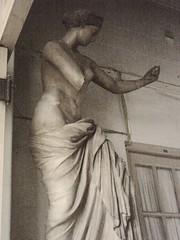 Estatua en la Facultad de Bellas Artes, La Plata