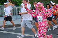 DSC_4217.JPG (ipster) Tags: disneyland marathon half 2007