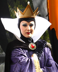 The Wicked Queen (trekkiebeth) Tags: disneyland disney queen villain snowwhite wickedqueen browncoatday disneyfacecharacter
