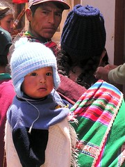 Sunday market (Linda DV) Tags: travel people cute 2004 southamerica barn children geotagged kid child young bolivia kind andes criana motherchild enfant nio motherandchild andean dziecko bambino    tarabuco lapsi copil dijete  dt    lindadevolder